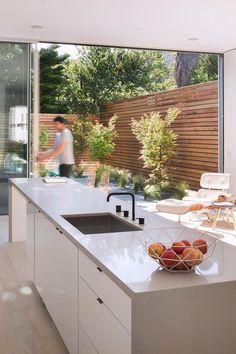Home Design Decor, Interior Design Living Room, Luxury Homes Interior, Interior Architecture, Home Deco, Contemporary Patio, Narrow House, Home Kitchens, Kitchen Decor