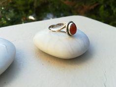 σημένια δαχτυλίδια βεράκια και βέρες για γάμο.Τα ασημένια μας μας δαχτυλίδια παρέχονται με σφραγίδα γνησιότητας 925'.Ασημένια δαχτυλίδια για το πόδι και το χέρι.Ανδρικά και γυναικεία δαχτυλίδια με κεχριμπάρι αμέθυστο αχάτη και άλλες πολύτιμες πέτρες φεγγαρόπετρα, blue topaz .Φινιρίσματα κοπής διαμαντέ, λουστρέ, σατινέ κ.α Gemstone Rings, Gemstones, Jewelry, Jewlery, Gems, Jewerly, Schmuck, Jewels, Jewelery