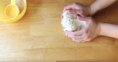 These brilliant cookies are taking the internet by storm: 3 ingredients and ready in no time Milk, butter and sugar — these ingredients sound rather simple. Nevertheless, it's these three ingredients that are making up a Biscotti Cookies, Yummy Cookies, Sugar Cookies, Tea Cookies, Easy Cookie Recipes, Sweet Recipes, Baking Recipes, Cookies Ingredients, 3 Ingredients