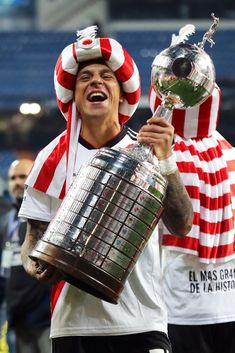 MADRID, SPAIN - DECEMBER 09:   Enzo Perez of River Plate celebrates with the trophy at the end of the second leg of the final match of Copa CONMEBOL Libertadores 2018 between Boca Juniors and River Plate at Estadio Santiago Bernabeu on December 9, 2018 in Madrid, Spain. Due to the violent episodes of November 24th at River Plate stadium, CONMEBOL rescheduled the game and moved it out of Americas for the first time in history. (Photo by Matthew Ashton - AMA/Getty Images)
