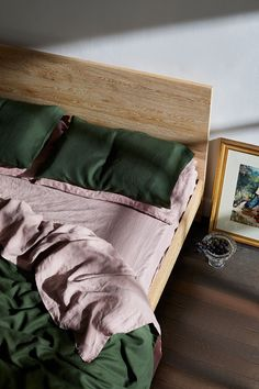 Home Interior Catalogo Our dark green Olive bedding, paired with our dreamy Lavender linen sheets. An unexpected combination that works together to create a stylish bedroom. Bedroom Inspo, Home Bedroom, Bedroom Decor, Bedrooms, Master Bedroom, Bed Linen Sets, Bed Sets, Linen Sheets, Linen Pillows