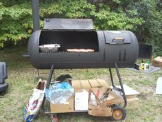 Homemade grill from a propane tank! Gas Bottle Bbq, Gas Bottle Wood Burner, Barbecue, Bbq Grill, Grilling, Diy Propane Fire Pit, Homemade Grill, Stove Accessories, Wood Grill