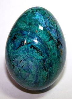 Chrysocolla (Heart Chakra) : A stone of peace, increased wisdom, discretion.  It promotes level headedness, encouraging clarity of thought and a neutral, cool attitude during turbulence. It can be used to decrease nervousness and irritability. Chrysocolla can be placed directly on the affected body part. Laying it on the forehead as a 'third eye' offers spiritual benefit.