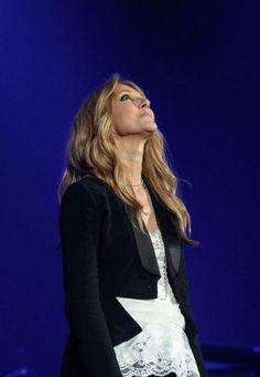Pour son premier concert à Paris depuis la mort de son mari et manager René, Céline Dion a tenu à rendre hommage à l'homme disparu qu'elle aimait.