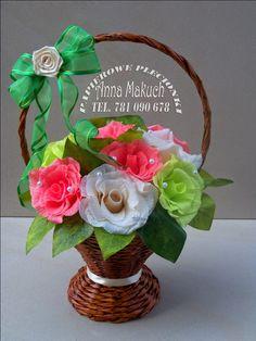 Papierowe plecionki: kwiaty z krepiny Floral Arrangements, Christmas Ornaments, Holiday Decor, Baskets, Home Decor, Diy And Crafts, Crate Decor, Paper Crafting, Paper Envelopes