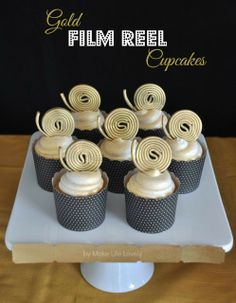 Make Life Lovely: Creative Oscars Party Ideas + Film Reel Cupcakes Oscar Movies, Sweet 16 Themes, Red Carpet Party, Prom Themes, Film Reels, Popcorn Bar, Movie Party, Food Cakes, Deserts