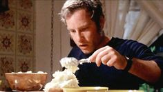 Iconic scene when Richard Dreyfuss (Roy Neary) shapes the potatoes to eventually look like Devil's Peak from Close Encounters of the Third Kind 70s Films, Sci Fi Films, Sci Fi Movies, List Of Actors, Brad Bird, Dance Project, The Exorcist, Close Encounters, Steven Spielberg
