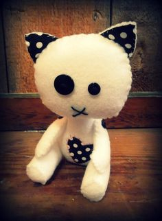 Creepy Doll, Voodoo Doll, Zombie Kitty, Felt Doll, Felt Animals, Button Eyes, Ready to Sew Kit