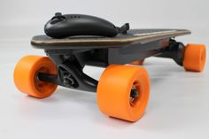Best electric skateboard for sale with wireless handheld controller with 3 speed settings (Slow, medium, fast) and 1 month standby time which charges straight from the board.