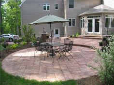 Concrete patio features a circular design. This concrete patios layout . Concrete Patios, Colored Concrete Patio, Concrete Patio Designs, Cement Patio, Concrete Floors, Small Backyard Patio, Backyard Patio Designs, Patio Ideas, Patio Pictures