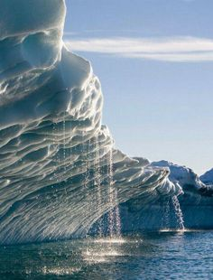 Melting water streams from iceberg in Disko Bay, Greenland (by faceofclimate). - It's a beautiful world All Nature, Amazing Nature, Science Nature, Places Around The World, Around The Worlds, Beautiful World, Beautiful Places, Amazing Places, Amazing Things