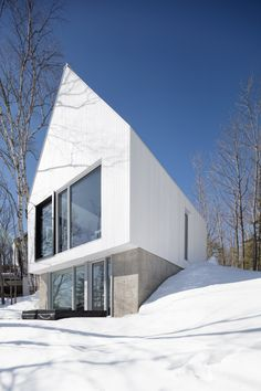 This extension to a Canadian cottage by Montreal studio ACDF Architecture echoes the traditional language of the original home, but executed with contemporary geometry and finishes.