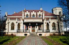 Pałac Ślubów w Tarnowie wzniesiony około roku 1880 dla J. Goldmana, właściciela znajdującej się do niedawna opodal kaflarni. Zaprojektował go przypuszczalnie Karol Polityński (1846-1887), jeden z najwybitniejszych architektów Tarnowa drugiej połowy XIX wieku. Obecnie jak nazwa wskazuje jest pałacem ślubów.