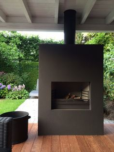 Zijkant overkapping open laten ri huis, grote haard opnemen Modern Outdoor Fireplace, Outdoor Fireplace Designs, Backyard Fireplace, Small Backyard Gardens, Backyard Garden Design, Covered Patio Design, Fire Pit Bbq, European Style Homes, Outdoor Rooms