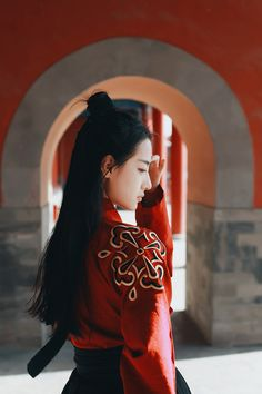 Asian Lady in Red Geisha, Asian Photography, Chinese Clothing, Character Aesthetic, Avatar The Last Airbender, Hanfu, Chinese Style, Beauty Shots, Character Inspiration