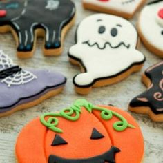 Scary-Delicious Keto Halloween Recipes That'll Make October Keto-Friendly. These low carb, keto Halloween recipes are amazing! Sugar Free Candy, Sugar Free Cookies, Keto Cookies, Meringue Cookies, Stevia, Biscotti, Joy Filled Eats, Peanut Butter Recipes, Healthy Pumpkin
