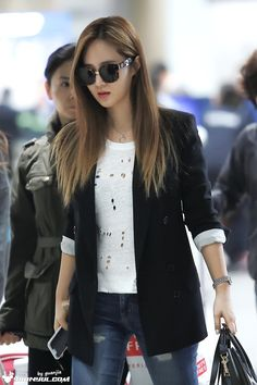 SNSD Yuri Airport Fashion 150330 2015