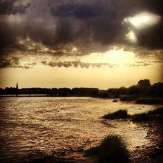 Abendhimmel am Rhein