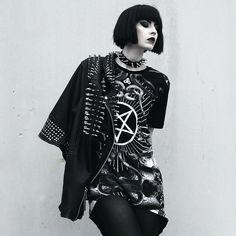 Stunning outfit, especially the choker Alternative Outfits, Alternative Fashion, Alternative Style, Dark Fashion, Gothic Fashion, Fashion Photo, Rock Style, My Style, Street Goth