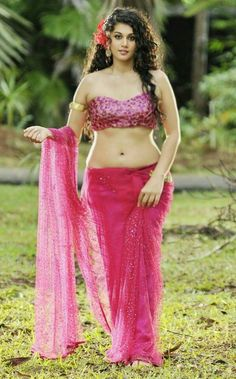 tapsee pannu, attractive new comer in bollywood having flaunt voluptuous