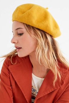 Shop Felt Beret at Urban Outfitters today. We carry all the latest styles, colors and brands for you to choose from right here. Outfits With Hats, Kids Outfits, Love Style Life, Summer Hats, Winter Hats, Beret Outfit, Louise Ebel, Flappers, Beautiful Girl Image