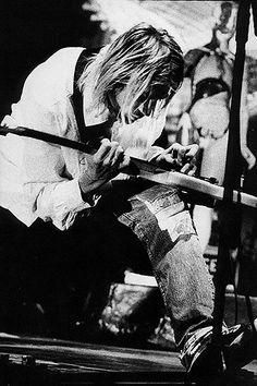 Kurt Cobain of Nirvana Nirvana Kurt Cobain, Nirvana Band, Banda Nirvana, Nirvana Lyrics, Grunge, Frances Bean Cobain, Donald Cobain, Smells Like Teen Spirit, Dave Grohl