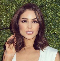 couleur marron glacé, coupe de cheveux courte femme aux grands yeux marrons