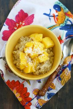 Tropical Breakfast Quinoa via @theprettybee