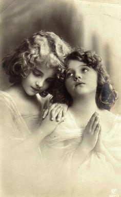 Fotografie din 1908.