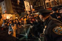 Thousands Protesting Ferguson Decision Block Traffic in New York City - NYTimes.com