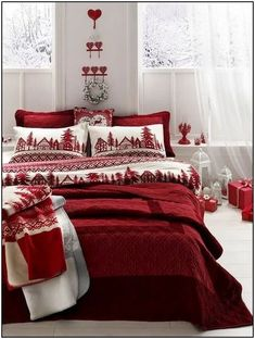 Gorgeous Christmas Bedroom Decor Ideas Bedrooms Christmas is the season of giving. A lot of your work can be done by the giving of new things. So why not go for a Christmas bedroom decor theme that . Christmas Bedding, Christmas Interiors, Christmas Living Room Decor, Christmas Bathroom, Diy Christmas Decorations Easy, Christmas Themes, Tree Decorations, Cozy Christmas, Christmas Collage