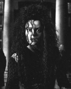 Helena Bonham Carter as Bellatrix Lestrange / Harry Potter Series Helena Bonham Carter, Harry James Potter, Harry Potter Universal, Harry Potter World, Hogwarts, Daniel Radcliffe, Fans D'harry Potter, Potter Facts, Desenhos Harry Potter