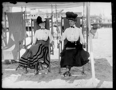 Atlantic City Beach, William M. Vander Weyde, ca. 1905 Atlantic City Beach, William M. Vander Weyde, ca. Vintage Pictures, Old Pictures, Vintage Images, Old Photos, Edwardian Era, Edwardian Fashion, Victorian Women, Victorian Life, 1900s Fashion