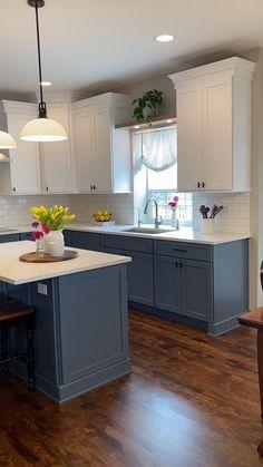 Blue Kitchen Interior, Kitchen Room Design, Kitchen Cabinet Colors, White Kitchen Cabinets, Kitchen Redo, Modern Kitchen Design, Home Decor Kitchen, Dark Cabinets, Home Kitchens