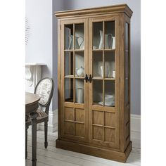 Make a feature of your special occasion crockery or family heirlooms in this classic display cabinet, a wonderful addition to your living room or study.