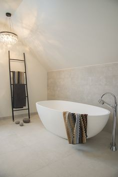 Bad | Inspirasjonskategorier | FagFlis Berry Alloc, Bathroom Inspo, Clawfoot Bathtub, New Homes, Indoor, House, Home Decor, Design, Bath