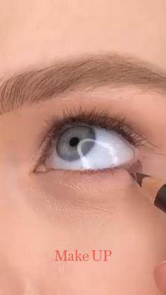 Doll Eye Makeup, Blue Eye Makeup, Hair Makeup, No Make Up Make Up Look, Eye Make Up, Brown Eyeshadow, Eyeshadow Looks, Makeup Masters, How To Apply Eyeliner