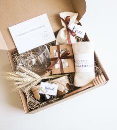 Gift Box For Men, Diy Gift Box, Diy Gifts, Christmas Hamper, Christmas Gift Box, Holiday Gifts, Diy Gift Baskets, Gift Hampers, Coffee Gift Baskets