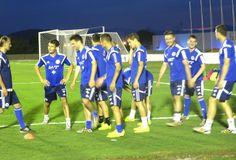 Jogadores bósnios realizam treino noturno (Foto: Alexandre Lopes)