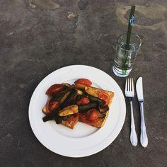 #Kivanta #dinner #quickdinner #hummingbird #hummigbirdstraws #water  Plain water it is
