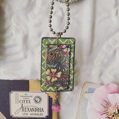 Collier Bijoux étain Encadré de fleurs en étain par TheMadCutter