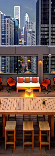 It's time to enjoy some serious #Chicago rooftop views...
