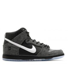 quality design 64c36 bdea5 Let your feet do all the talking with this season s Nike men s Dunk shoes  with great discount, All sizes are avaliable.