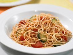 Looking for an authentic Italian recipe? Try Barilla's step-by-step recipe for Barilla® ProteinPLUS® Angel Hair with Barilla® Marinara Sauce, Zucchini & Mint for a delicious meal! Healthy Pasta Dishes, Healthy Pastas, Angel Hair Pasta Recipes, Barilla Recipes, Veggie Recipes, Cooking Recipes, Mint Sauce, Zucchini Pasta, High Protein Recipes