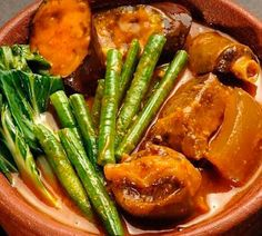 Quick and easy recipe of Pork Pata Kare-Kare Recipe. Just like the Barrio Fiesta kare kare. Another delicious recipe version of our classic lutong bahay of Kare-kare. Happy cooking and enjoy! Filipino Dishes, Filipino Desserts, Filipino Recipes, Filipino Food, Pinoy Food, Pinoy Recipe, Paskong Pinoy, Tripe Recipes, Filipino Appetizers