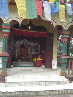 #magiaswiat #podróż #zwiedzanie # dardżyling #blog #azja #katedra #indie #pałac #ogrody #zabytki #swiatynia #stupa #kolejka #pociag #mahakala #tigerhill #wschod #słońce #yigachoeling #monastery #miasto #drukthuptensangag # cholingmonastery #himalaje Indie, Blog, Blogging