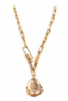 Ca. 26 cm. 21. Jahrhundert. Goldfarbene Metallkette mit birnenförmigem, facettiertem Rauchquarz. (10006019) (19)