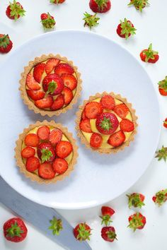 Recipe: Hemsley Hemsley: Strawberry Custard Tarts With An Almond Crust - Sweet, gluten-free treats bursting with summer strawberries Healthy Cake, Healthy Baking, Healthy Treats, Just Desserts, Delicious Desserts, Yummy Food, Hemsley And Hemsley, Almond Pastry, Strawberry Recipes