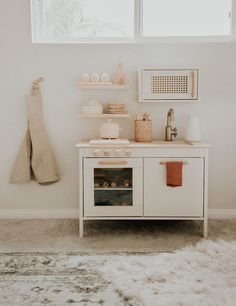 Adorable & Modern DIY Play Kitchen Makeover – Inspired By This – diy kitchen decor ideas Play Kitchen Diy, Play Kitchens, Ikea Kitchen, Ikea Kids, Mini Mundo, Floating Shelves Diy, Playroom Decor, Playroom Ideas, Decor Room