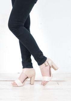 パンツやスカートの女性らしいスタイリングにマッチするアイテム☻ #sizebook  #YECCAVECCA #ヒール85mm